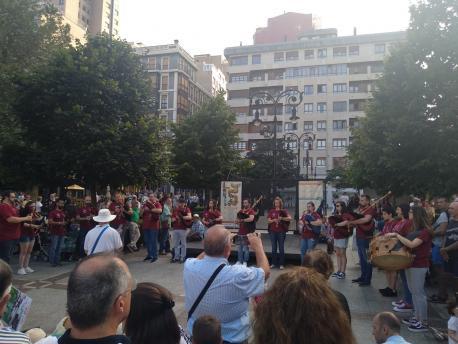 Banda de Gaites Villa de Jovellanos nel XIX Festival de Bandes de Gaites Villa de Xixón