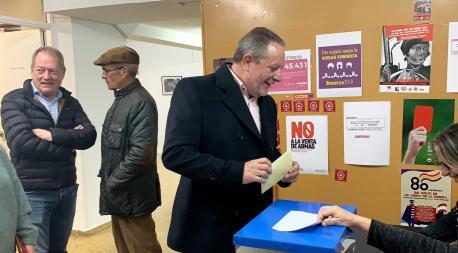 Faustino Sabio vota consulta IX Xixón coalición Podemos