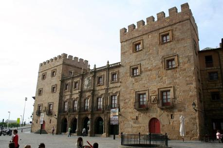 Palaciu de Revillagigedo Cimavilla