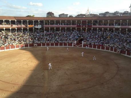 Xixón Sí Puede convoca un conceyu pa valorar facer una consulta sobre les corríes de toros