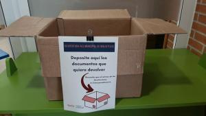 Caxa por devolver documentos na Biblioteca Municipal de Vega-La Camocha