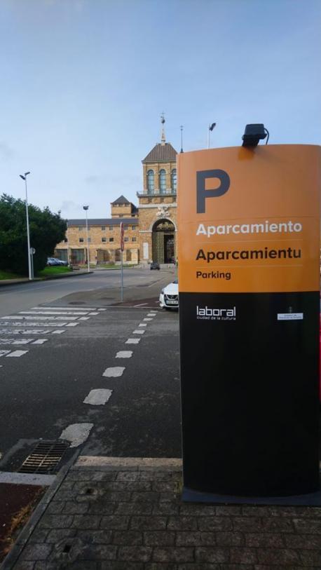 Cartelería n'asturianu na Llaboral