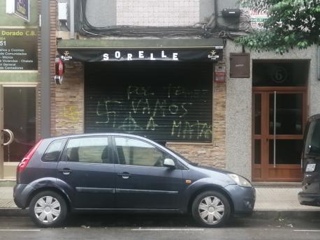 Pintada neonazi nel Sorelle