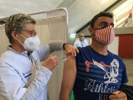 Vacunación n'El Molinón 48 y 49 años sportinguista