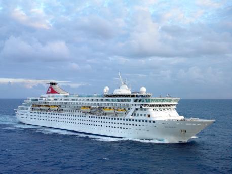 El temporal na mar trae un cruceru a Xixón