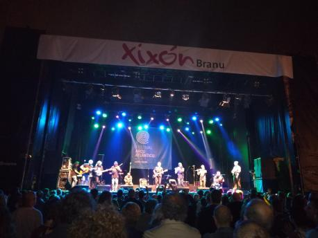 Xixón Sí Puede ve l'usu del asturianu nes actividaes nel branu como'l camín a siguir
