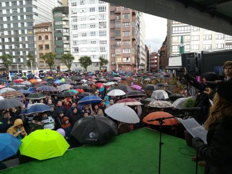 Xixón sacó'l paragües pa reclamar la oficialidá