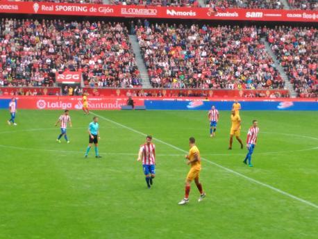 El Sporting refuérzase con trés xugadores p'afrontar la batalla pola permanencia en Primera
